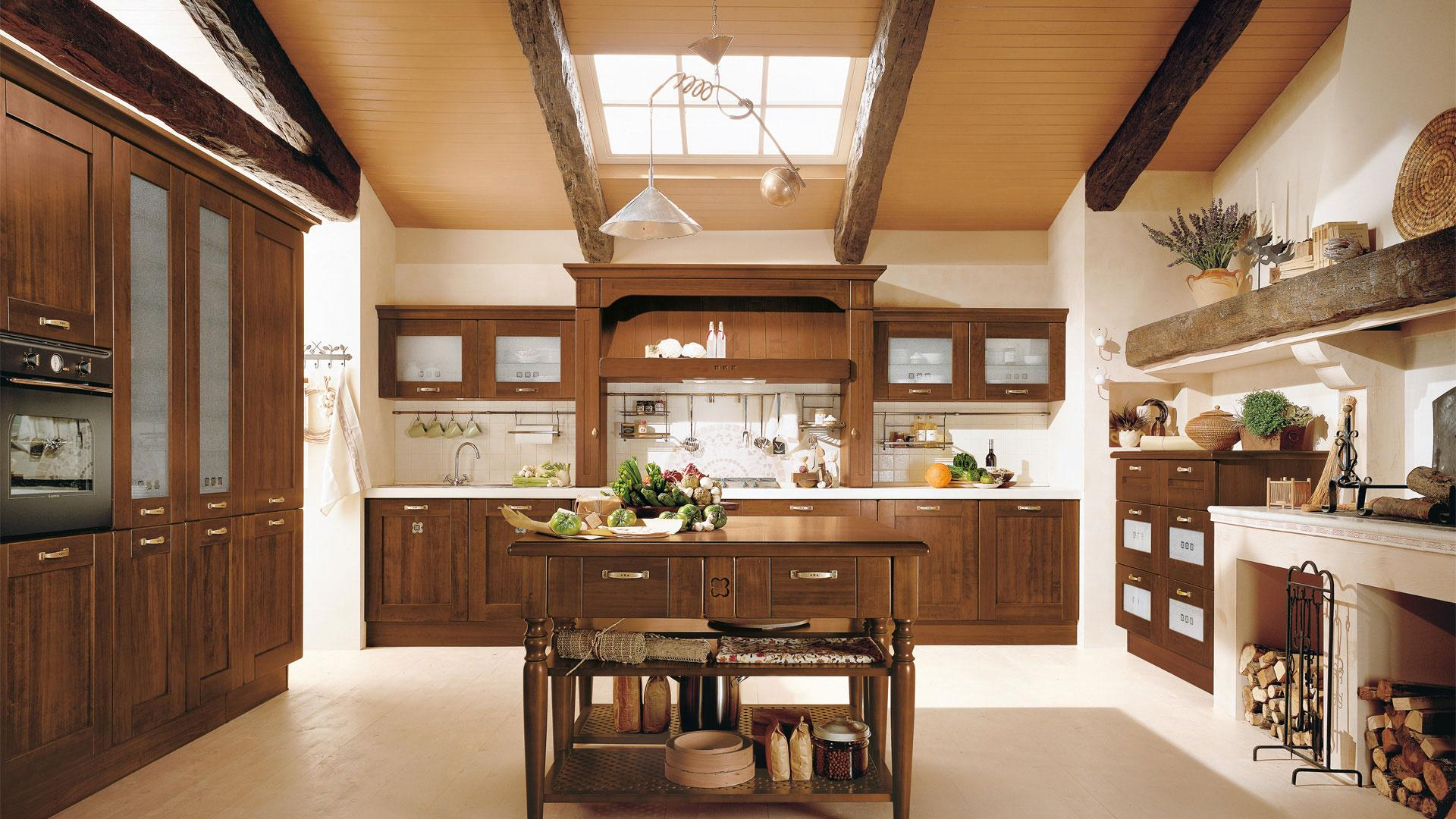 Foto di cucine classiche vendita di cucine classiche a for Foto case classiche
